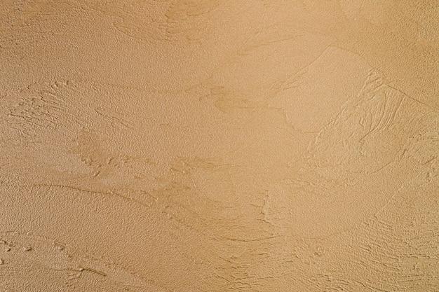 Шероховатая поверхность на бетонной стене
