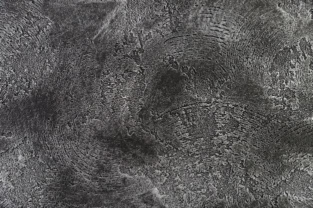 Грубый рисунок на поверхности стены