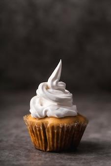 Крупным планом вкусный домашний кекс