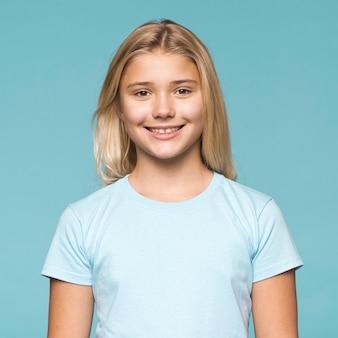 肖像画の美しい若い女の子