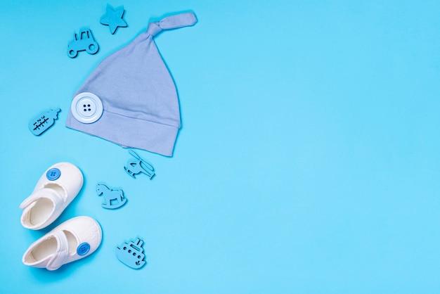 コピースペースを持つかわいい小さな赤ちゃんアクセサリーのトップビュー