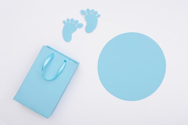 コピースペースを持つかわいい赤ちゃん男の子アクセサリーのトップビュー