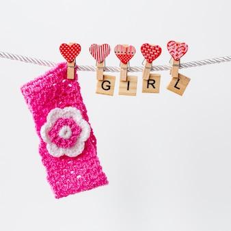 Вид спереди милые маленькие аксессуары для девочки
