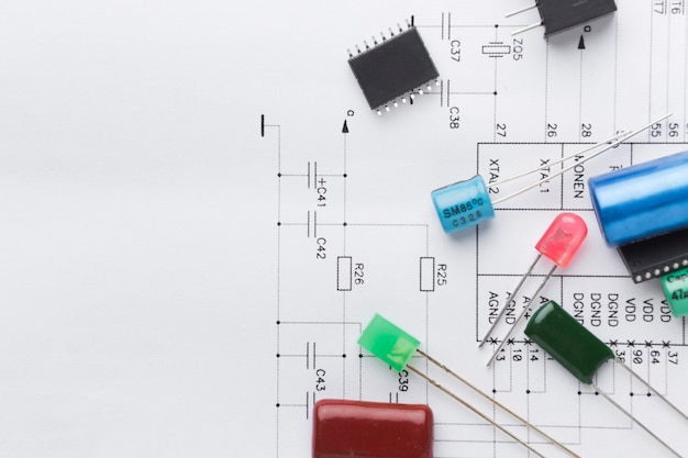Вид сверху электронных компонентов