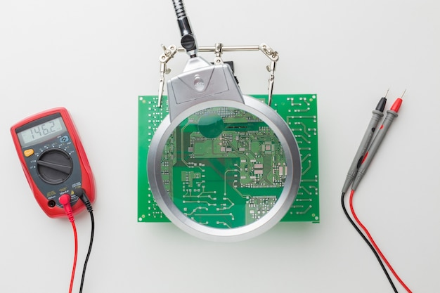 クローズアップ回路基板の修理
