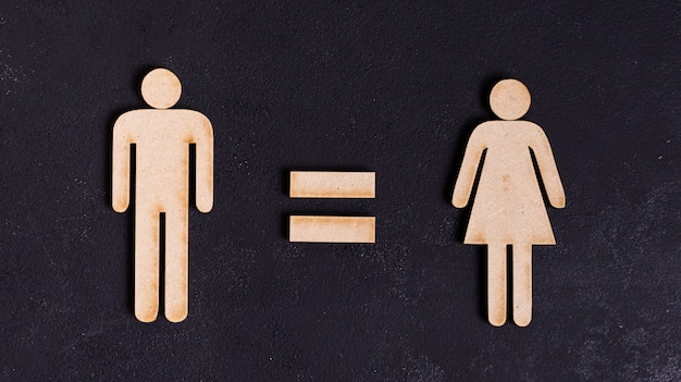 Мужчина и женщина равноправны на черном фоне