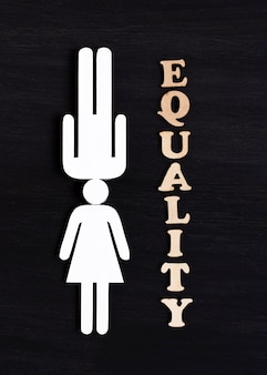 Концепция равенства символов белая женщина и мужчина