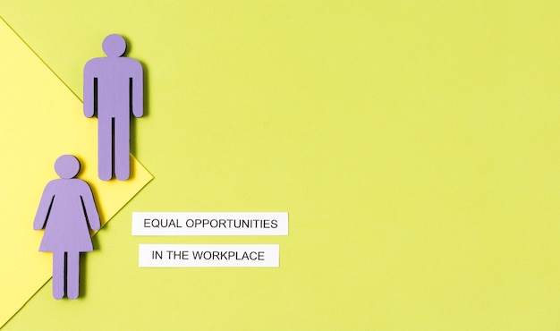 職場の女性と男性の置物コピースペースでの機会均等