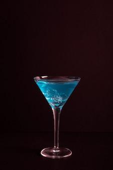 クローズアップの新鮮なアルコールカクテル