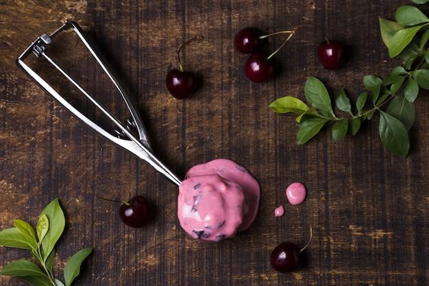 Вкусный вишневый шарик