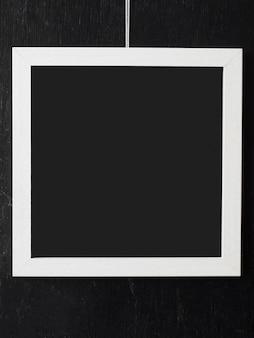 空白のインテリアとシンプルな白いフレーム