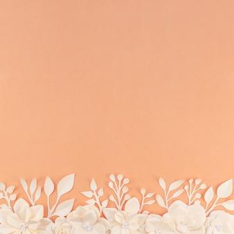 オレンジ色の背景を持つトップビュー花のフレーム