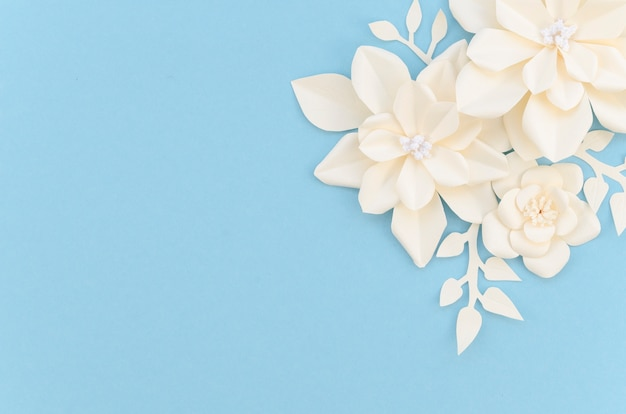 青色の背景に花のフレーム