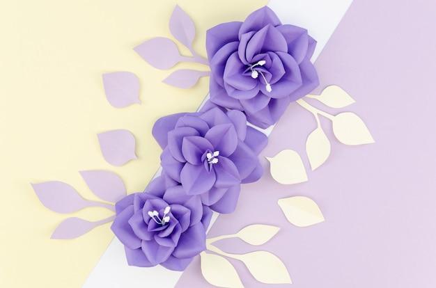色とりどりの花と背景のビューの配置の上