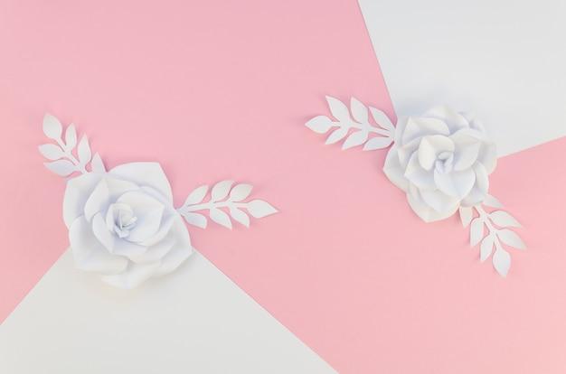 春の紙の花のトップビューの配置