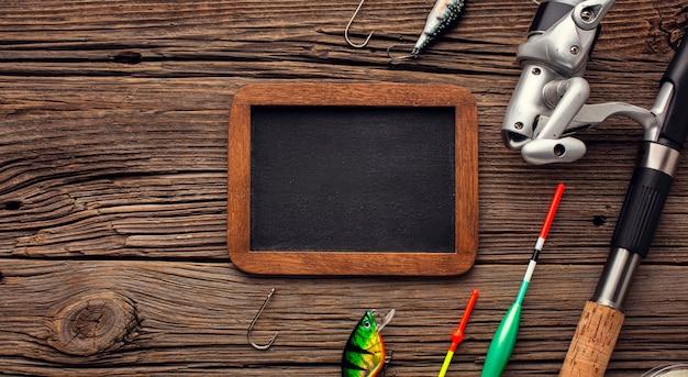 黒板とコピースペースと釣りの必需品のトップビュー