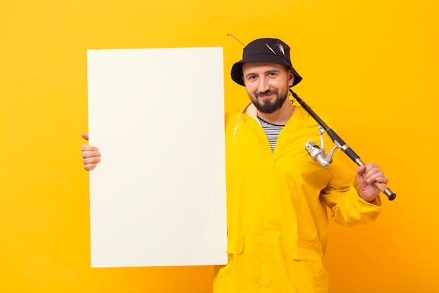空白のプラカードを保持しているロッドと漁師の正面図