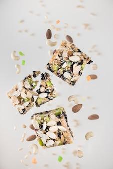 Макро дубинки с орехами