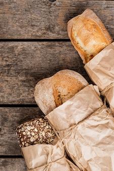 さまざまな種類のパンを包む紙