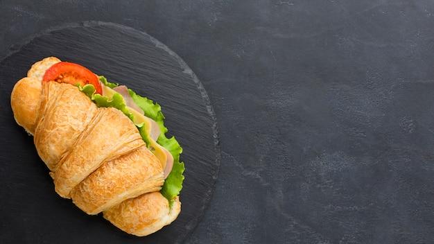 コピースペースで新鮮なサンドイッチ