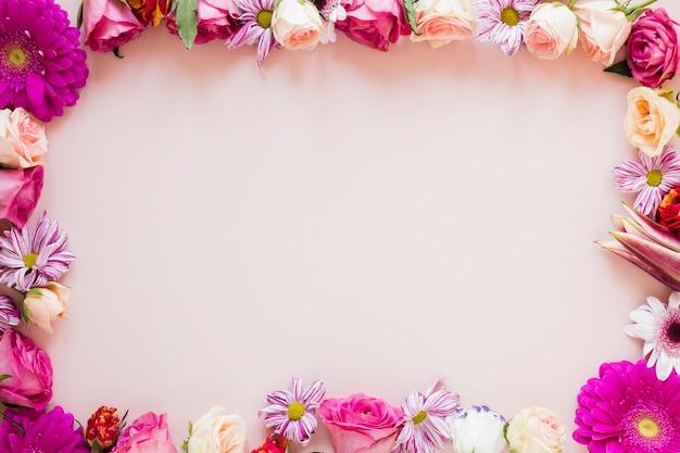 コピースペースでカラフルな春の花のフレーム