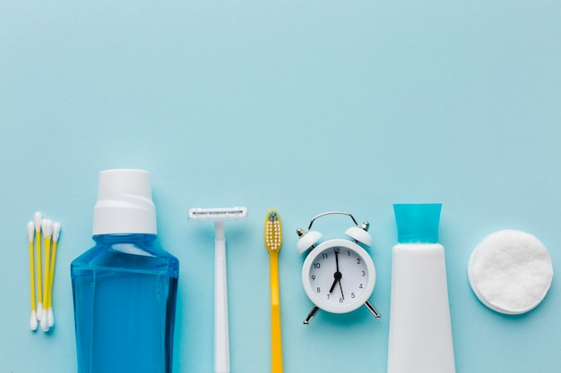 歯の洗口と目覚まし時計