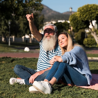 父と娘が一緒に時間を過ごす