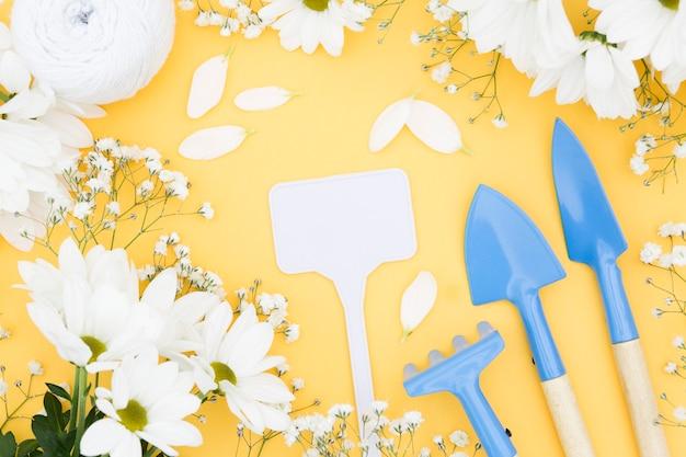 花とガーデニングツールの品揃え