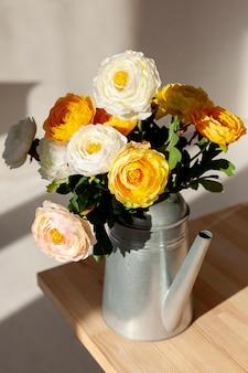 Букет цветов в цветочном горшке