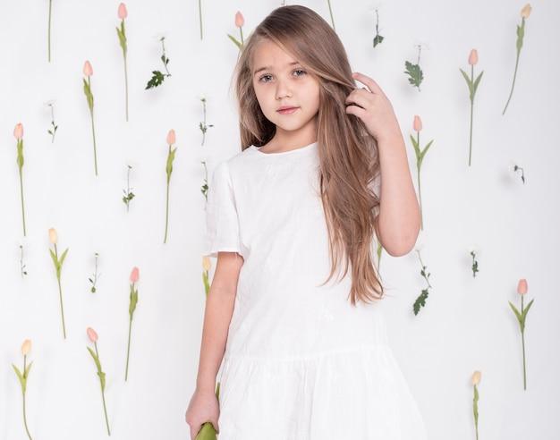 かわいい女の子ミディアムショット