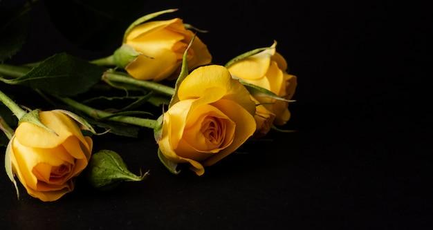 Высокий угол букета цветущих тюльпанов