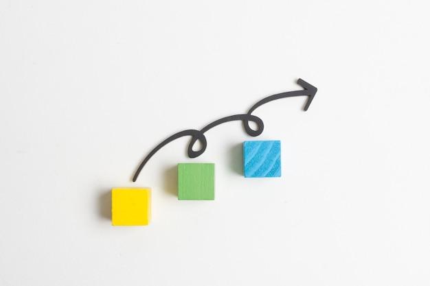 矢印とキューブ上のステップ