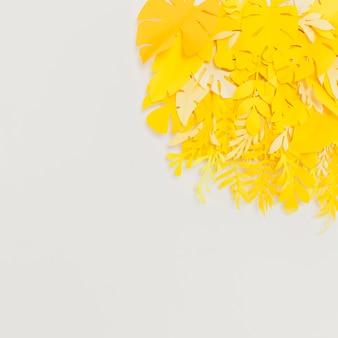 幸せを刺激する黄色の葉の正面図