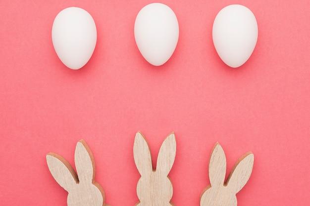 トップビューのウサギの形と卵