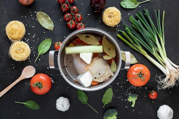 Концепция здорового супа еды и горшок