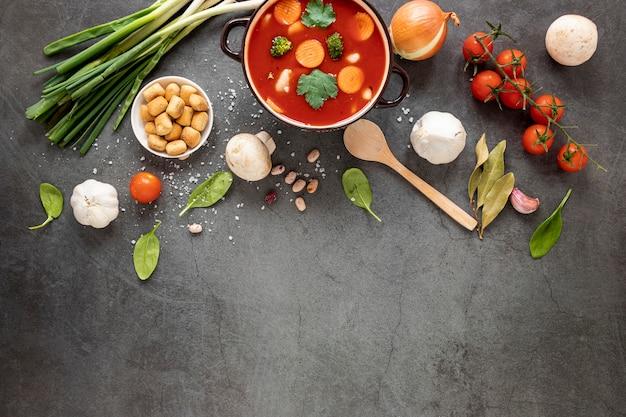 Концепция еды томатный суп