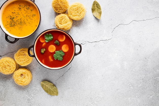 Томатный суп и рулеты из макарон