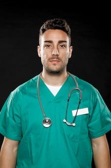 男性医師の正面図