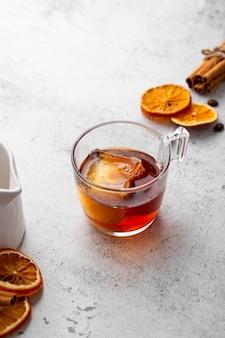 Высокий угол горячий напиток с ингредиентами