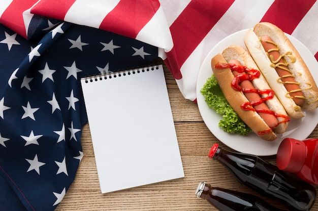 Вид сверху американской еды с копией пространства