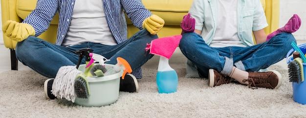 Отец и сын занимаются йогой после уборки