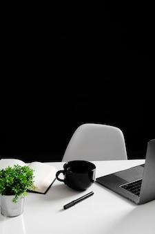 Высокий угол стола концепции с копией пространства