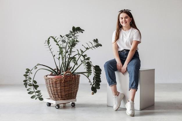Молодая девушка долго вид и завод