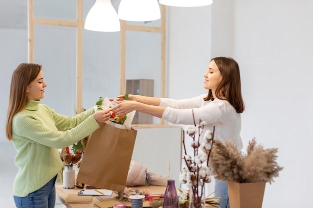 Заказчик и владелец цветочного магазина