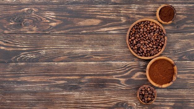 Плоская укладка кофе на копией пространства
