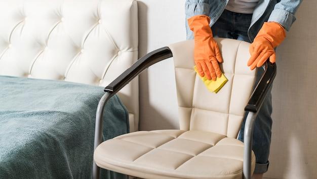女性清掃用椅子の正面図