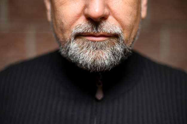 Зрелый мужчина борода крупным планом