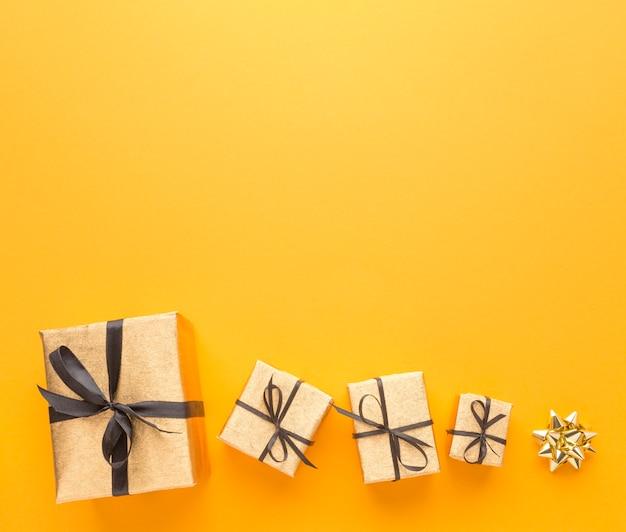 Вид сверху подарков с копией пространства
