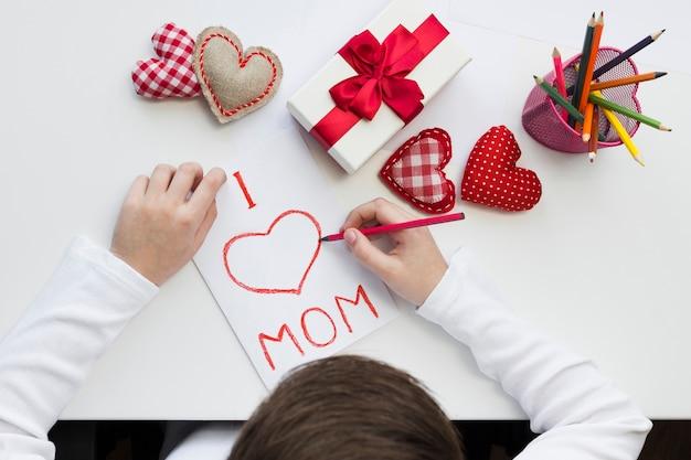 Плоский сюрприз для мамы
