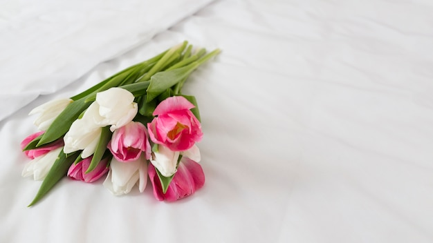 コピースペースの花の花束